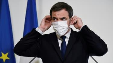 Le ministre de la Saté Olivier Véran lors d'une conférence de presse le 26 janvier à Paris