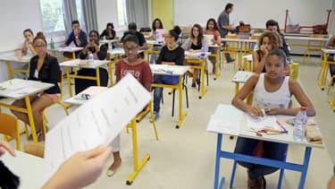 Une classe se prépare avant un examen