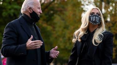 Le candidat démocrate à la présidentielle américaine Joe Biden avec Lady Gaga, à Pittsburgh le 2 novembre 2020