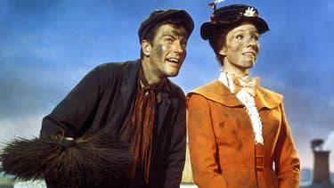 Dick Van Dyke et Julie Andrews dans Mary Poppins en 1964.