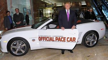Quand Hillary Clinton avait expliqué en 2014 ne pas avoir conduit depuis 1996, le nouveau président américain Donald Trump avait lui été officiellement adoubé comme candidat du championnat NASCAR. Mais le milliardaire s'est aussi attiré les foudres du secteur automobile par ses déclarations pendant la campagne.