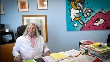 Didier Raoult, le 26 février 2020 dans son bureau, à Marseille.