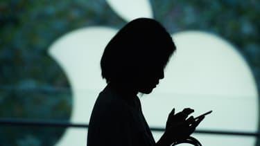 Apple ne peut laisser ses concurrents s'accaparer le marché de la réalité virtuelle. Après des rachats de start-up et des dépôts de brevets, le groupe a recruté un expert du secteur.