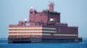 Le combustible nucléaire sera chargé à l'automne 2018 dans les 2 réacteurs dans le port de Mourmansk vers lequel la centrale flottante est remorquée.