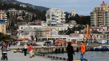 La Crimée, ici la ville de Yalta, devrait adopter le rouble en avril.