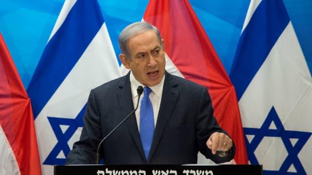 Benjamin Netanyahu lors d'une conférence de presse commune avec le ministre des Affaires étrangères néerlandais Bert Koenders à Jérusalem, le 14 juillet 2015.