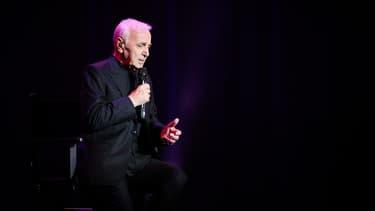 Charles Aznavour et d'autres artistes défendent les quotas.