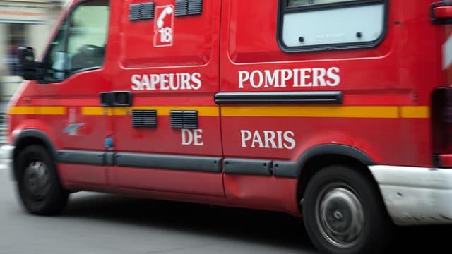 Les pompiers n'ont pas pu sauver trois des occupants du véhicule qui s'est embrasé.