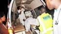 L'une des nombreuses personnes blessées dans l'un des deux attentats de dimanche soir à Kampala. Deux explosions ont ravagé des bars dans lesquels le foule s'était rassemblée pour suivre la finale de la Coupe du Monde de football. /Photo prise le 12 juill
