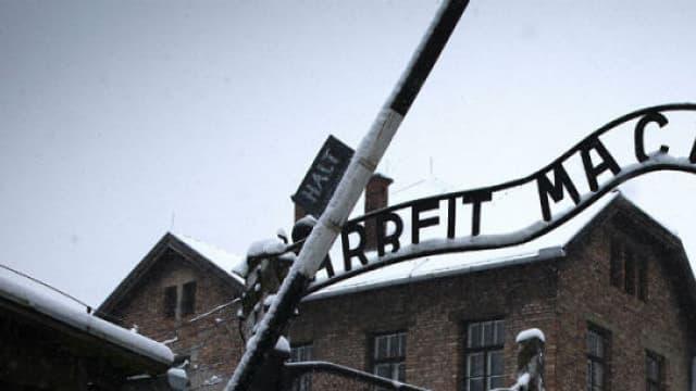 L'entrée de l'ancien camp de concentration nazi Auschwitz-Birkenau, à Oswiecim, en Pologne.