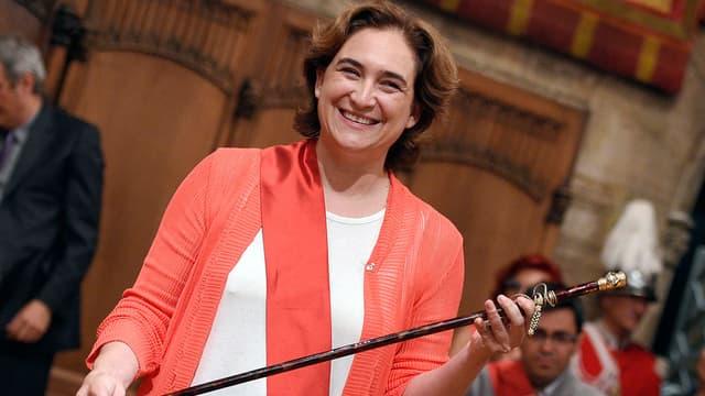 La militante de gauche Ada Colau a été investie ce samedi maire de Barcelone.