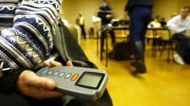 Un boîtier vibrait pour indiquer la bonne réponse au candidat au code de la route.