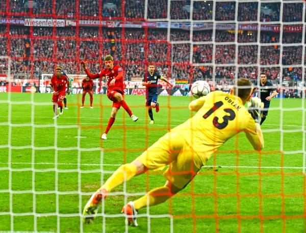Thomas Muller rate un penalty face à l'Atlético en 2016