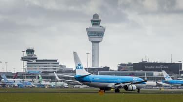 Avions de la compagnie KLM sur le tarmac de l'aéroport Amsterdam-Schiphol