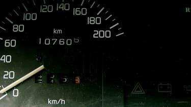Baisser le nombre de kilomètres au compteur, afin de revendre plus cher le véhicule, une arnaque répandue, notamment sur les modèles allemands.