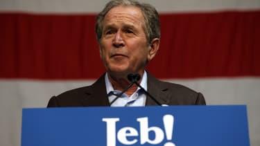 George w. Bush, le 15 février, lors d'un meeting de son frère Jeb Bush en Caroline du Sud.