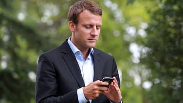 Emmanuel Macron avait déjà un iPhone et un Teorem ultra-sécurisé. Il dispose désormais aussi d'un Samsung préparé par Orange Cyberdéfense et Atos.