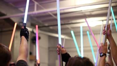 Les fans de Star Wars peuvent désormais apprendre à manier le sabre laser.