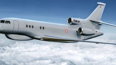 Le programme militaire d'avions de renseignement stratégique Archange (Avion de Renseignement à CHArge utile de Nouvelle GEnération) repose sur trois Falcon 8X de Dassault Aviation.