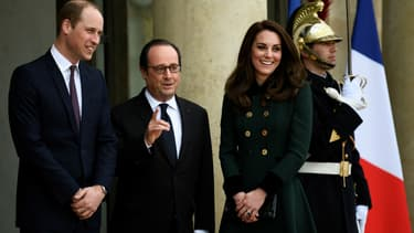 Kate Middleton et le prince William accueillis par François Hollande à l'Elysée