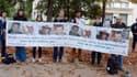 Des proches des otages enlevés en 2010 au Sahel pendant une mobilisation de soutien, le 9 octobre 2013.