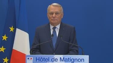 Jean-Marc Ayrault a eu long blanc face à la presse.