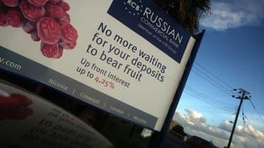 Une publicité pour une banque russe sur le long de la route du port de Limassol à Chypre en novembre 2012.