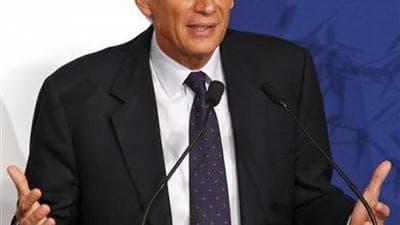 Les familles de victimes de l'attentat de 2002 à Karachi ont décidé de surseoir à la plainte envisagée contre Dominique de Villepin dans l'attente d'éventuelles précisions de sa part, a déclaré samedi leur avocat Olivier Morice. /Photo prise le 25 septemb