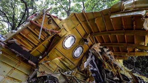 Les enquêteurs internationaux travaillent enfin sur le site du crash MH17, en Ukraine.