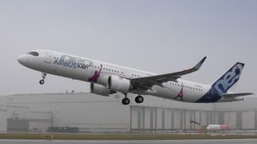 """L'A321neo """"Long Range"""", version remotorisée à long rayon d'action du moyen-courrier d'Airbus, a fait son premier vol à Hambourg, en Allemagne, le 31 janvier 2018."""