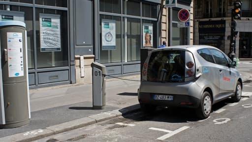 Bolloré est en charge du système de location de voitures électriques à Paris, Autolib'.