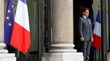 Deux sondages rendus publics mardi rendent compte d'évolutions contrastées de la cote de popularité de Nicolas Sarkozy. Le chef de l'Etat obtient 36% d'opinions favorables dans les deux sondages, en hausse de quatre points dans l'enquête Ipsos-Le Point et