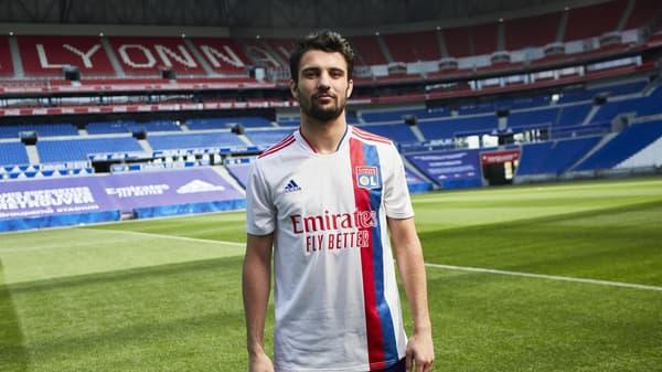 Léo Dubois w nowej koszulce OL