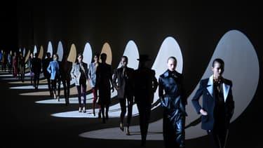 Un défilé Saint Laurent à Paris durant la Fashion Week en février 2020