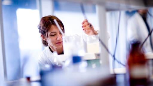 La société Deinove met au point un biocarburant grâce à une bactérie aux propriétés idéales pour les industriels.