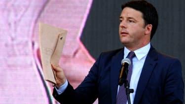 Matteo Renzi soutient que l'Italie tiendra son objectif de réduction de son déficit.