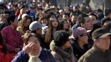 Alain Afflelou s'implante en Chine où l'enseigne installe quatre premiers magasins dans la province du Sichuan à Chongqing, une ville de 32 millions d'habitants puis à Chengdu.