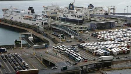 Terminal de Douvres, en Grande-Bretagne. La compagnie maritime transmanche SeaFrance a annoncé la suppression de 725 emplois à Calais. /Photo d'archives/REUTERS/Andrew Winning