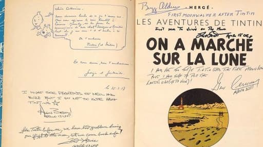 """Cette édition originale de """"On a marché sur la Lune"""", signée par Hergé et six astronautes, est estimée à 25.000 euros."""