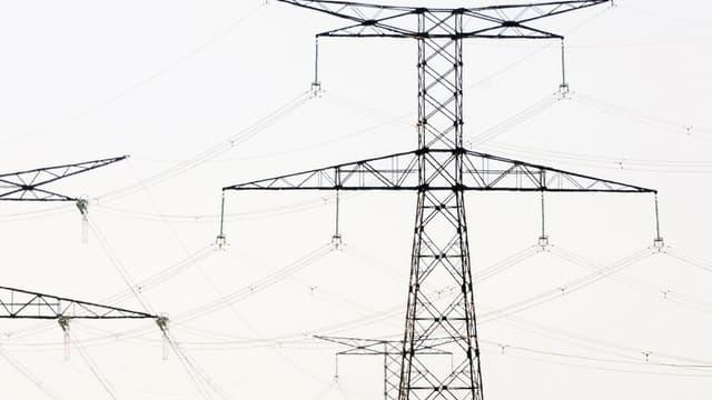 La hausse des tarifs réglementés d'électricité a été calculée par le régulateur pour suivre l'évolution des coûts d'EDF et pour que les fournisseurs alternatifs proposent des offres tarifaires compétitives.