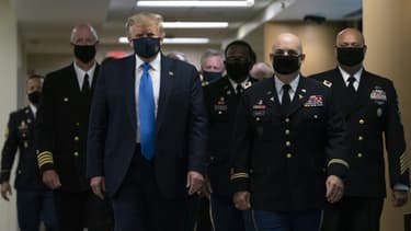 Donald Trump lors de sa première apparition avec un masque en public, le 11 juillet à l'hôpital l'hôpital Walter Reed de Bethesda, en banlieue de Washington