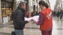 Près de 400 salariés ont manifesté devant le magasin Virgin des Champs-Elysées, à Paris.