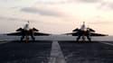 Deux Rafale sur le pont du porte-avions Charles-de-Gaulle