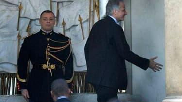 Dominique de Villepin (de profil) à son arrivée à l'Elysée. Nicolas Sarkozy a reçu l'ancien Premier ministre pour la deuxième fois en deux semaines. L'entretien portait officiellement sur la préparation du Conseil européen de vendredi consacré à la situat