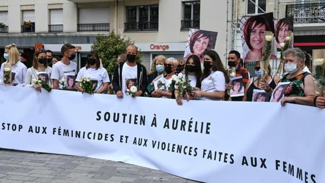 Participants à la marche blanche, le 12 juin 2021 à Douai, après la mort d'Aurélie L, 33 ans, sans doute tuée par son concubin