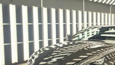Lancée en 2004, la DB9 a été un tournant aussi bien esthétique que technologique pour Aston Martin, tout en survivant aux turpitudes économiques de l'Anglais.