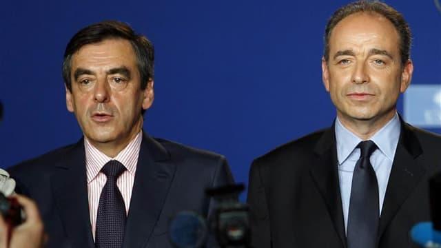 """François Fillon a écrit mercredi à Jean-François Copé, son principal rival pour la présidence de l'UMP, afin de lui demander de faciliter le recueil des parrainages pour l'ensemble des candidats en organisant une opération """"permanences ouvertes"""" les 15 et"""