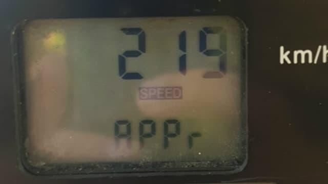 Les gendarmes ont partagé une photo du radar affichant l'excès de vitesse, 90 km/H au-dessus de la limitation.