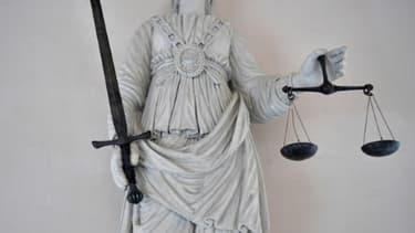 """Ouverture d'une vaste enquête préliminaire sur la gestion critiquée de la crise du Covid-19 en France visant notamment les chefs d'""""homicides involontaires"""" ou """"mise en danger de la vie d'autrui"""""""