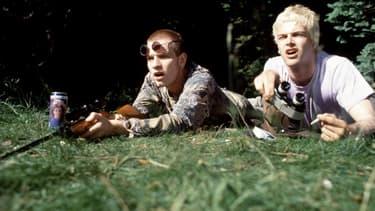 Rent Boy et Sick Boy, interprétés par Erwan McGregor et Jonny Lee Miller, dans Trainspotting (1996).